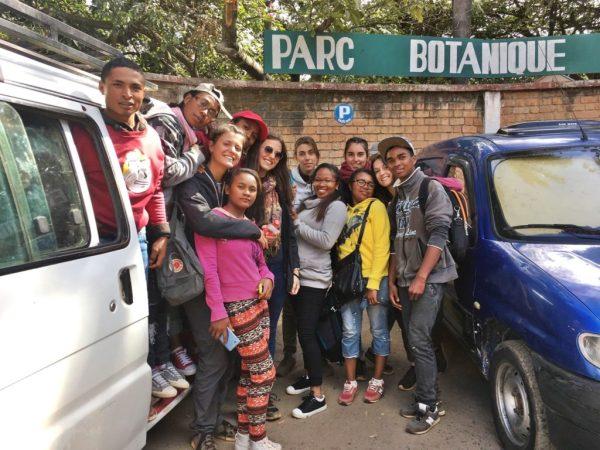 Les nutritionnistes et les élèves visitent un parc botanique
