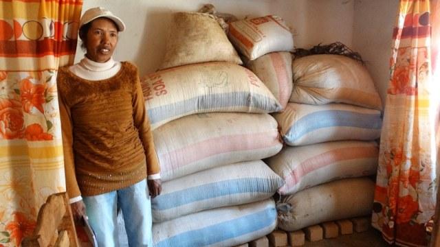 Simone et le grenier à riz de son groupement