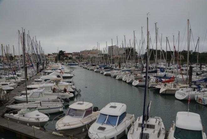 Der Touristenhafen bei dichter Bewölkung