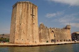 Festung Trogir vom Taxiboot aus gesehen