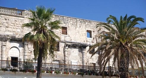 Mauern des Diokletian-Palastes an der Riva