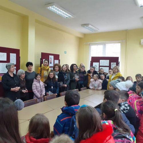 """Отворање на изложба во Библиотека """"Искра"""" во Кочани"""