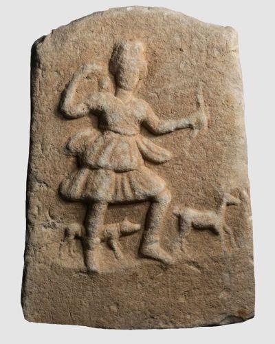 Артемида – божица на ловот и заштитничка на девојките и жените