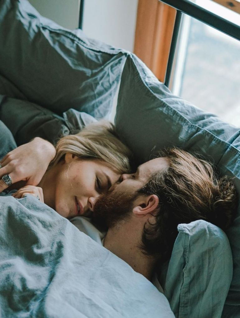 Kissing in bed and sex related symptoms