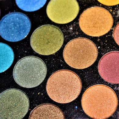 colorful eyeshadow rainbow palette