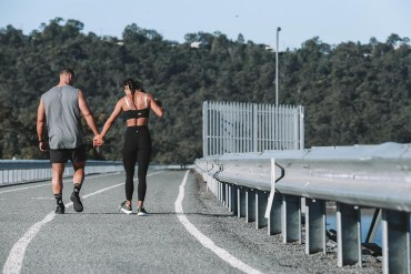 couples that exercise together have better relationships, couple exercising together