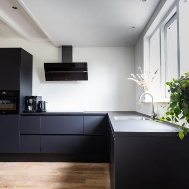 black kitchens trending