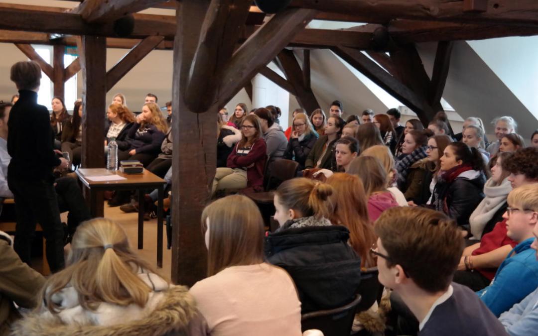 Amoeneburgia-Tag: Schlagertexter Tobias Reitz vor rund hundert Stiftsschülern