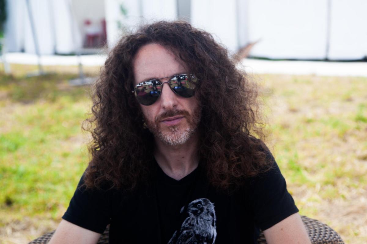 Rencontre avec David dans les coulisses du Download Festival, frontman engagé de Sidilarsen.