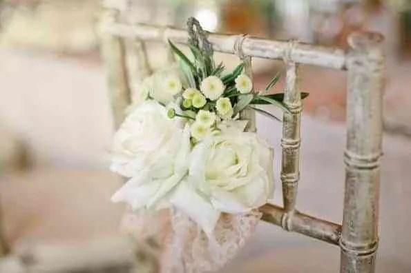 Flores para las sillas  Amor bodas y regalos de boda