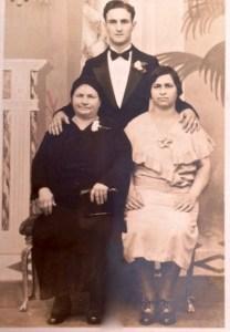 Grandma, dad and his sister.