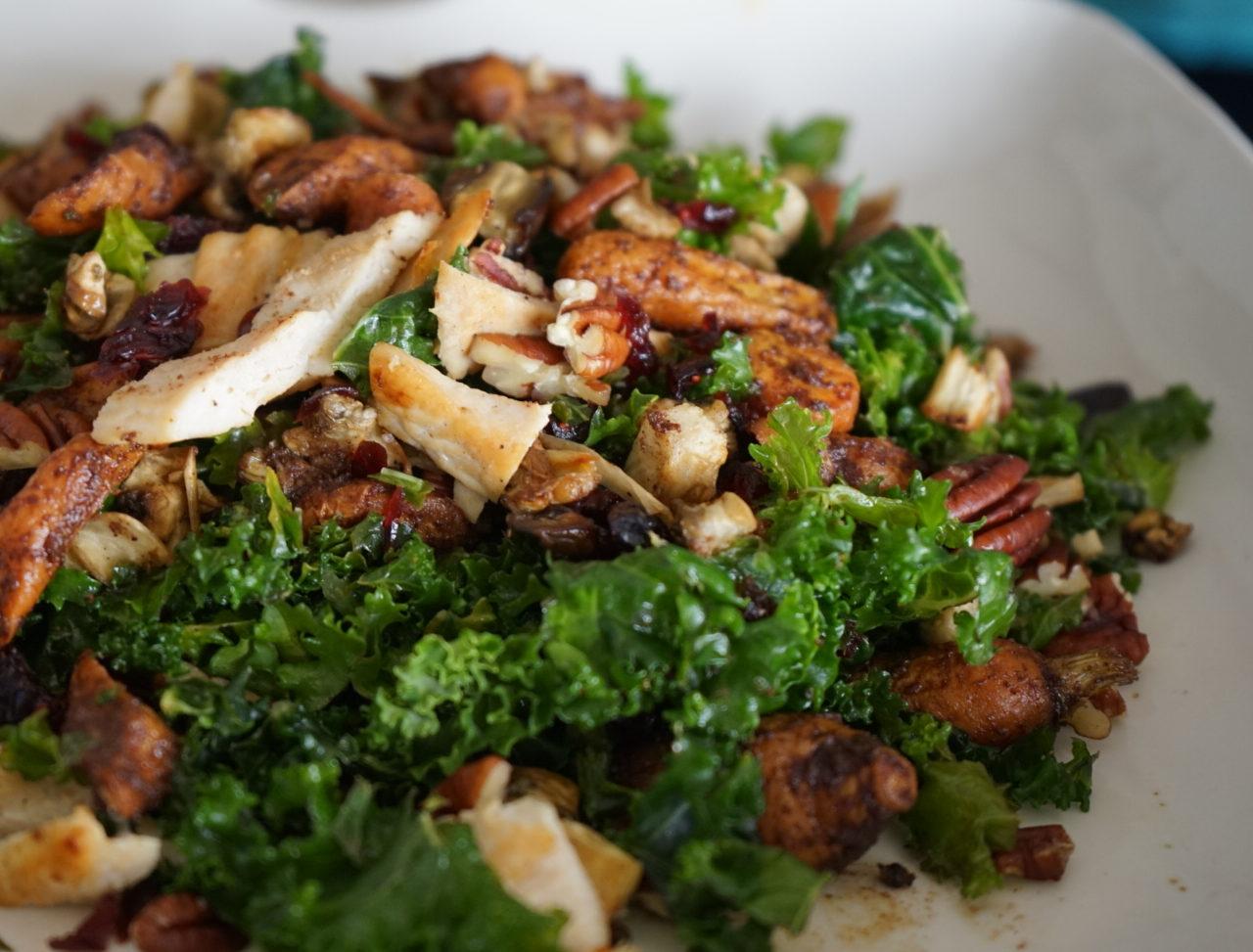 Ensalada de Kale con Pollo y Zanahorias Baby Especiadas