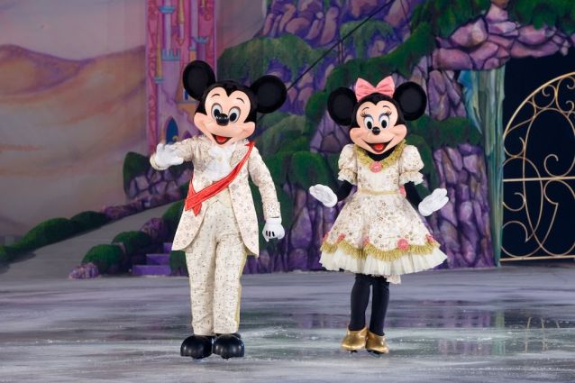 mickey minnie disney on ice