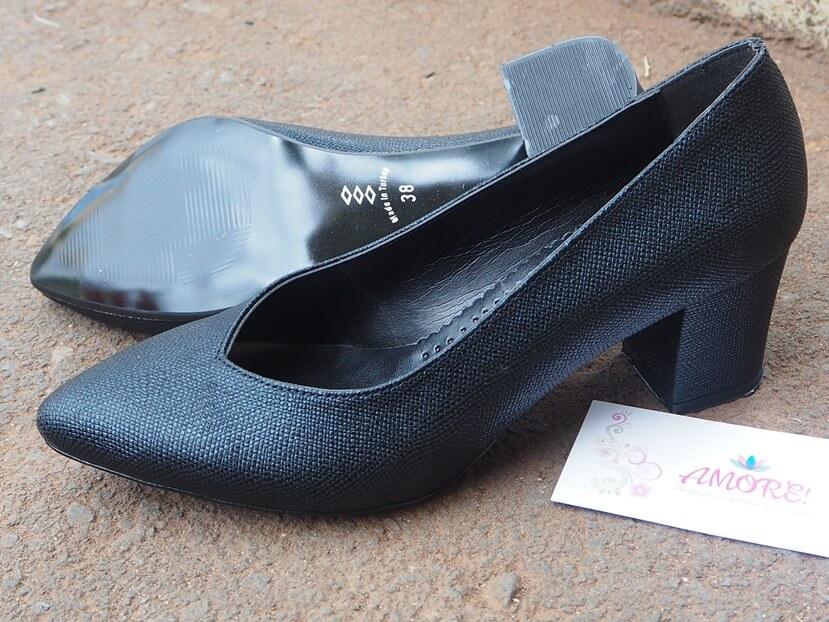 Black Vfront Heel