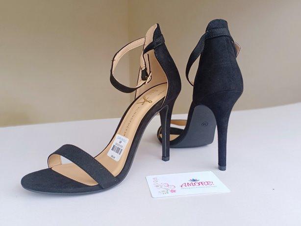 Black strappy sandal heel