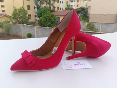 Red bow heel