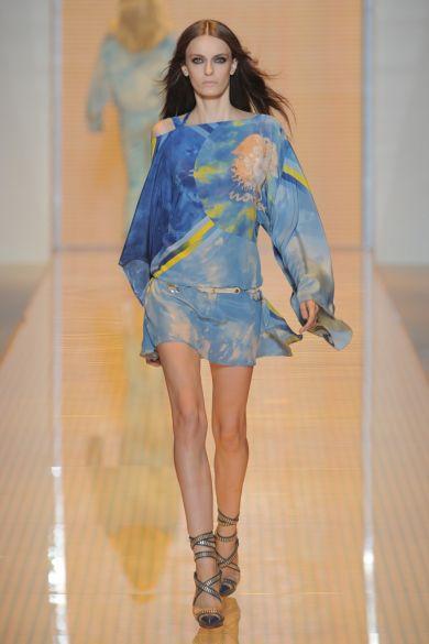 58b056ca3ff8 Aj tento rok na jar av lete bude módne nosiť len ľahkú tuniku. Mnohí  dizajnéri sú toho názoru