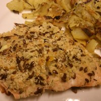 Salmone panato ai semi di lino con patate al forno