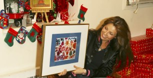 Thalia Joins Broadway Housing Project Children From The Robin Hood Foundation After School Program to Hand Out Holiday Gifts (13)