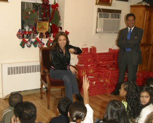 Thalia Joins Broadway Housing Project Children From The Robin Hood Foundation After School Program to Hand Out Holiday Gifts (2)
