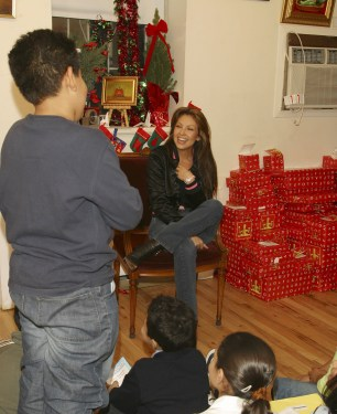 Thalia Joins Broadway Housing Project Children From The Robin Hood Foundation After School Program to Hand Out Holiday Gifts (8)