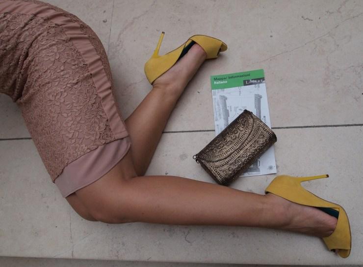 amourblogetbeaute-Les 5 secrets mode des italiennes-chaussures-jaune