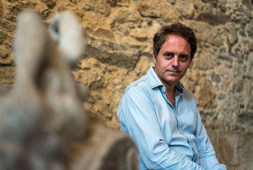 Domingo Villar: «Escribir sobre Vigo é a miña forma de volver á casa»