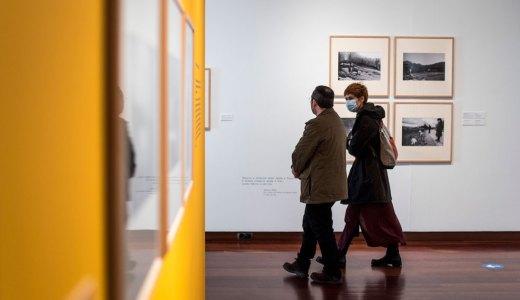 A exposición 'A vida lenta' invítanos a reflexionar a través do pasado