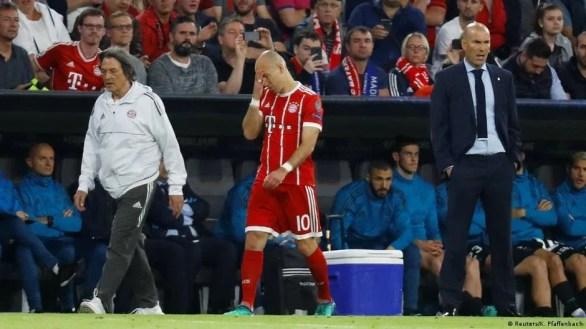 Arjen Robben's night ended early (Reuters/K. Pfaffenbach)