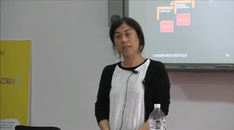 Charla sobre la violencia de género en la adolescencia, impartida por Carmen Ruiz Repullo.
