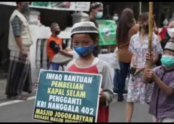 Himpunan Anak-anak Masjid (HAMAS) Jogokariyan menggalang dana beli kapal selam baru sebagai bentuk keprihatinan atas musibah Nanggala-402, Minggu (25/4/2021). [dok masjid Jogokariyan]