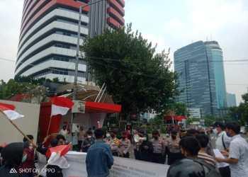 Aliansi mahasiswa jambi jakarta saat aksi di gedung KPK RI