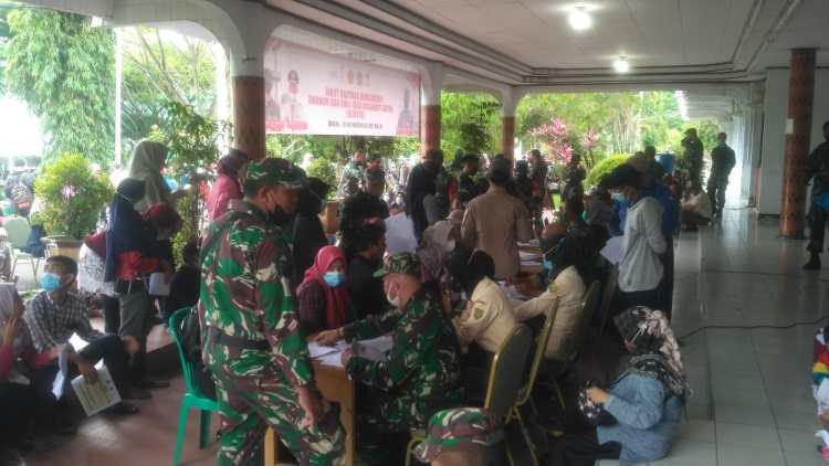 Suasana penyaluran bantuan tunai ke PKL