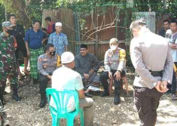 Kapolres Merangin AKBP Irwan Andy Purnamawan,SIK mengunjungi rumah duka korban terkaman harimau