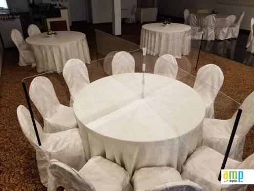 Protection hygiénique ajustable pour table de restaurants
