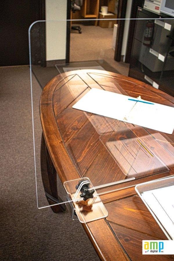Protection hygiénique en plexiglass pour table de restaurants