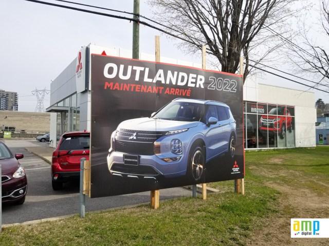 Panneau publicitaire en coroplast pour un concessionnaire automobile