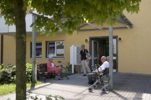 Hauseingang Seniorenheim Amperblick