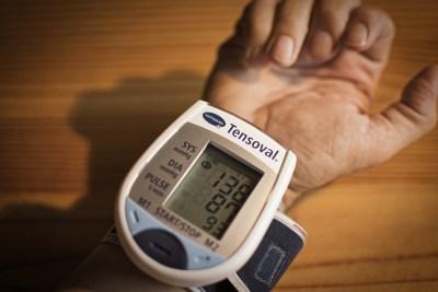 Blood pressure monitor for wrist