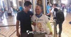 Iimagen captura de pantalla del vídeo de AM Prensa. El periodista Andrés Ramírez junto a don Floriberto, romero de 72 años