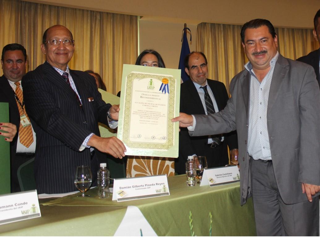 Reconocimiento del IAIP 100% Cumplimiento Ley de Transparencia.