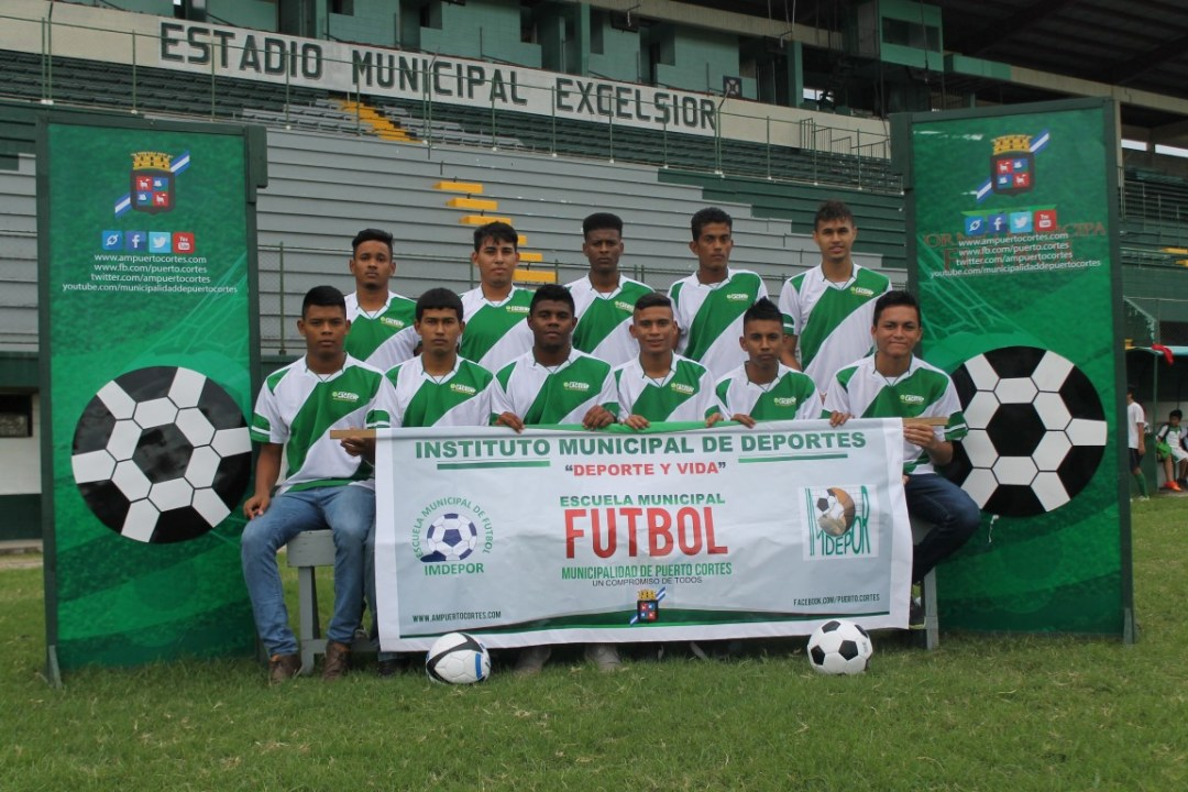 IMDEPOR - Escuela Municipal de Futbol mayor portena IMG_4959 (Medium)