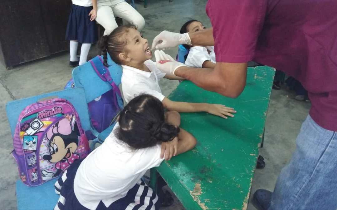204 alumnos de la Escuela y Jardín de niños Juan Lindo atendidos en jornada odontológica.