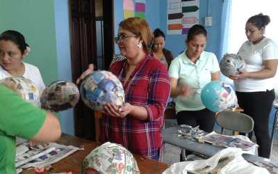 Iniciamos Taller de elaboración de piñatas para maestros de la escuela Emanuel.