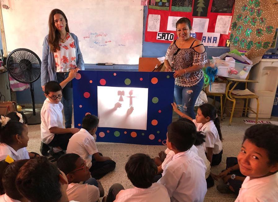 Culminamos el año lectivo desarrollando Teatro de Sombras en escuelas.