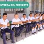 Entregando los primeros frutos de la Campaña ¨Cero Niños Sin Pupitres¨