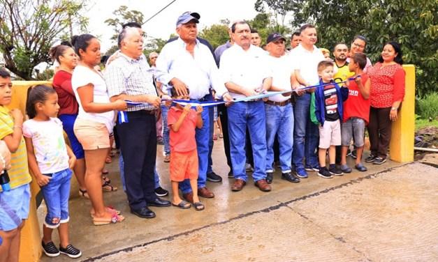 Entregamos Puente a los pobladores de la Colonia 19 de Mayo en Baracoa.