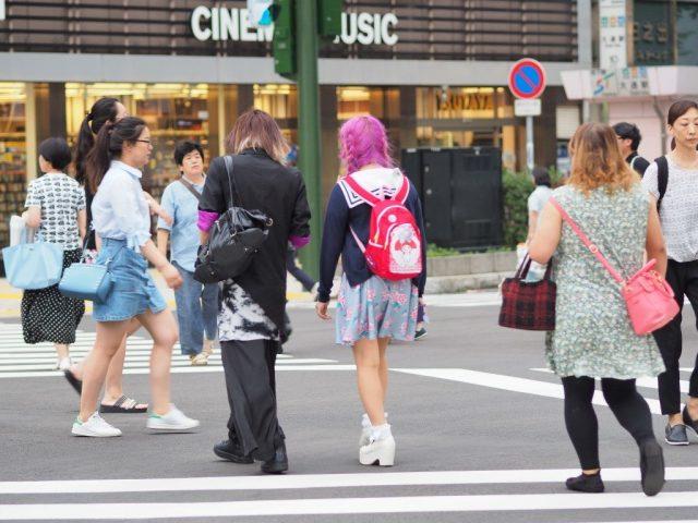 Gue selalu seneng banget sama gaya berpakaian cewek-cewek Jepang. Ekspresif dan seru