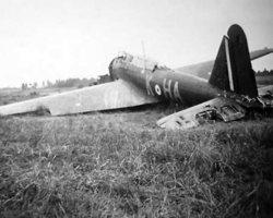 Fairey Battle HA-K, sérial inconnu. Le paysage environnant pourrait être celui d'Auberive mais sans certitude. Cela pourrait être l'un des Battle perdu lors des opérations en mai 1940.