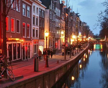 Mijden toeristen een Amsterdam zonder seks en drugs?